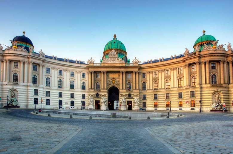 Дворец Хофбург в Австрии