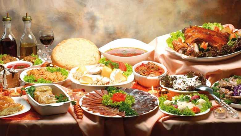 Новогодний стол в Черногории