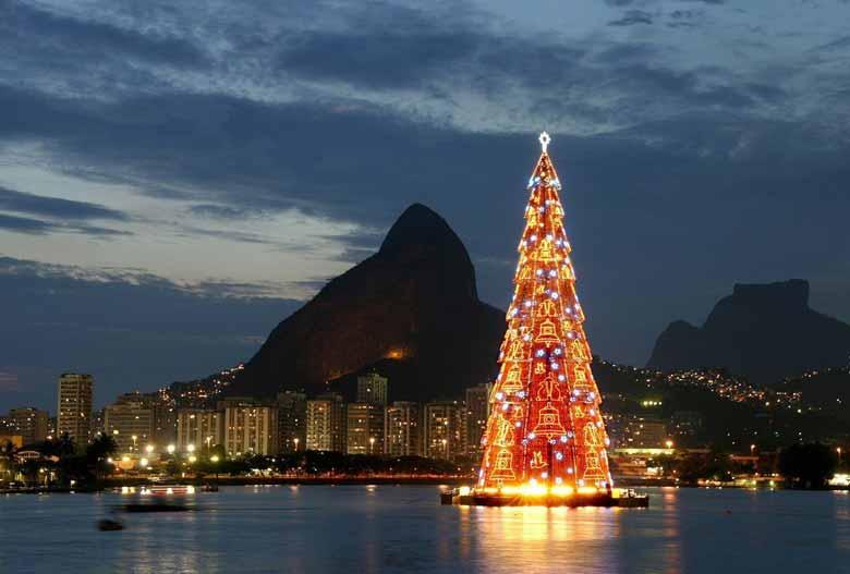 Новогодняя елка в Бразилии