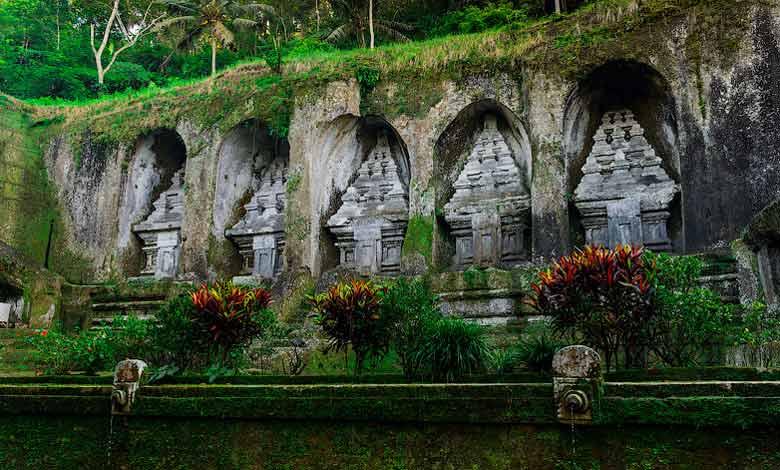 Гробницы Гунунг Кави