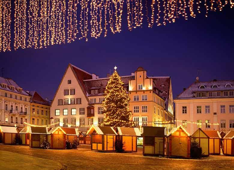 Ратушная площадь в Таллине на Новый год