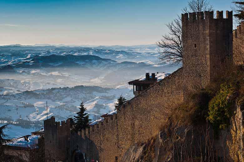 Крепостные стены Сан-Марино