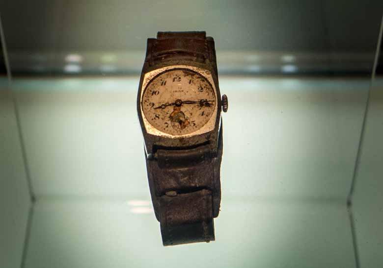 Наручные часы в Музее мира в Хиросиме