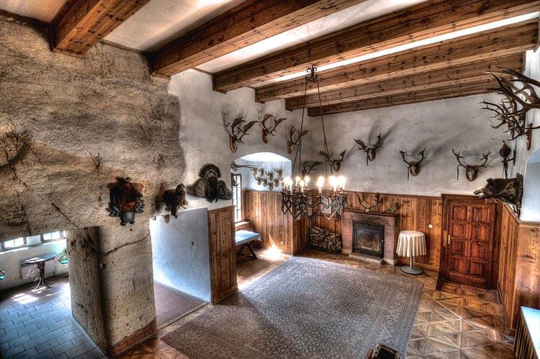 Охотничий зал в замке Гоуска