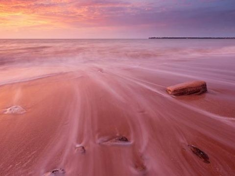 Розовый пляж на Багамских островах