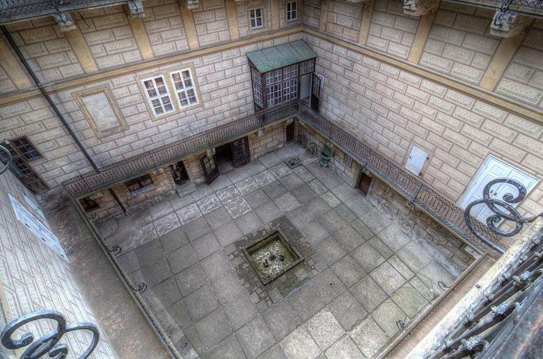 Внутренний двор замка Гоуска