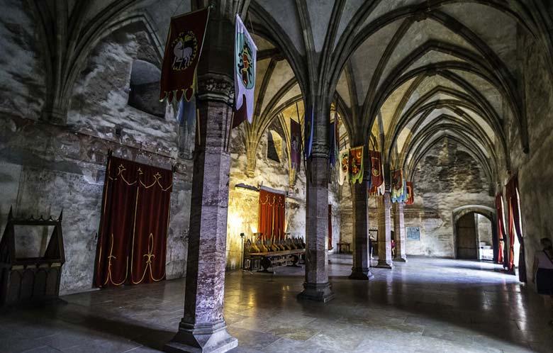 Замок Дракулы внутри