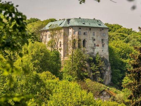 Замок Гоуска в Чехии: легенда про врата в ад