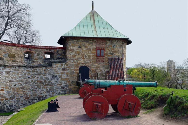 Пушка возле крепости Акерсхус
