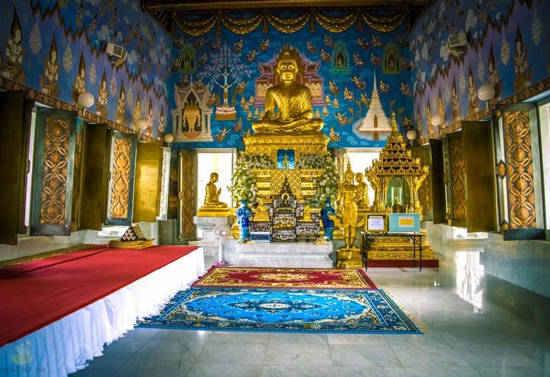Внутри храма Ват Ронг Кхун