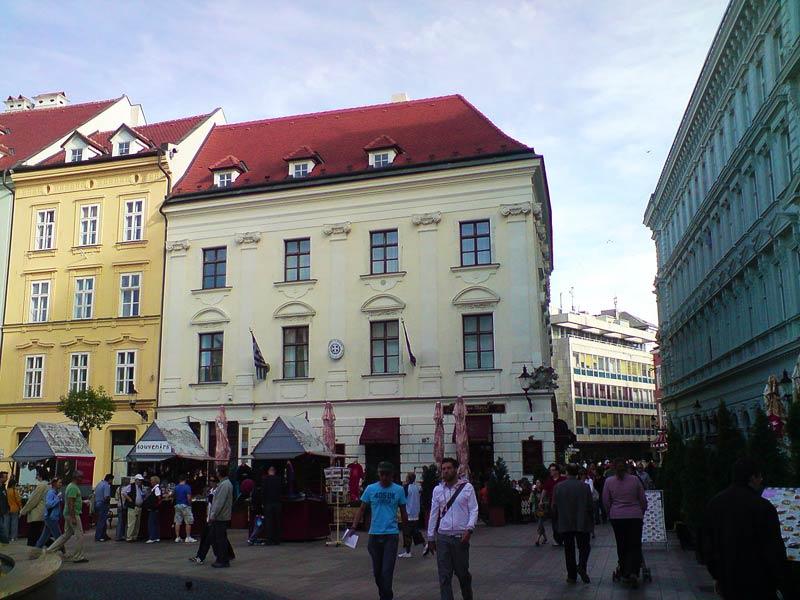 Дворец Есенака в Братиславе