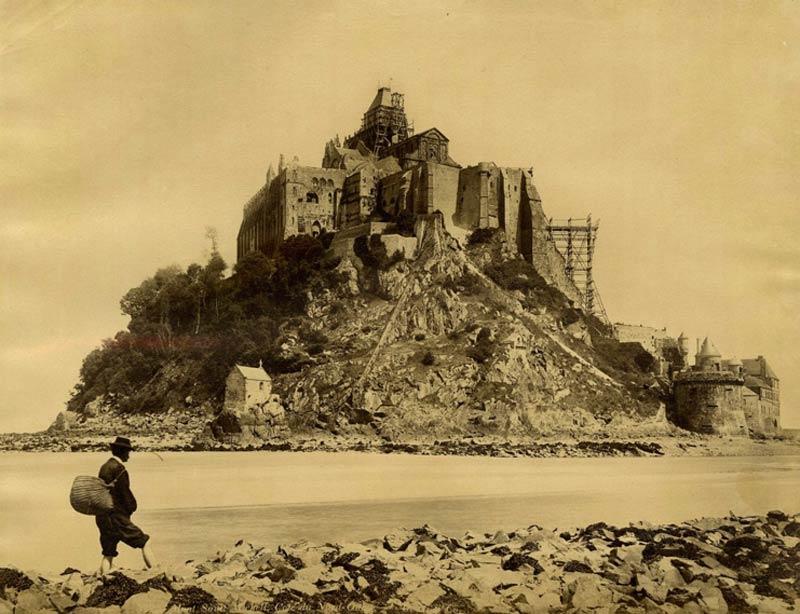 Реконструкция замка Мон-Сен-Мишель - старое фото