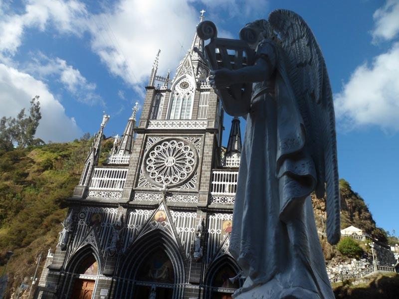 Скульптуры возле собора Лас-Лахас
