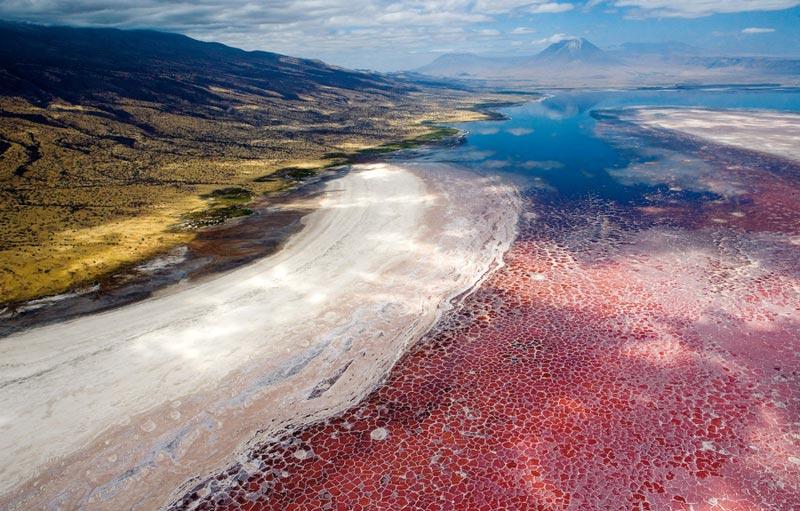 Вид на озеро Натрон в Танзании