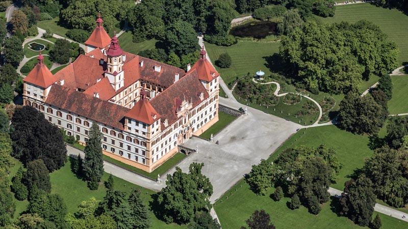 Вид на замок Эггенберг в Австрии