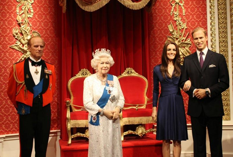 Восковые фигуры королевской семьи в Лондоне