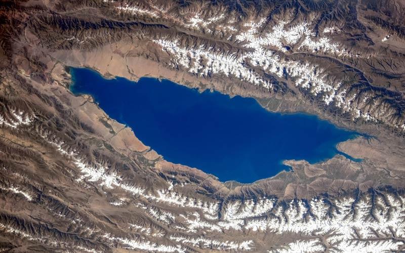 Озеро Иссык-Куль, снимок со спутника
