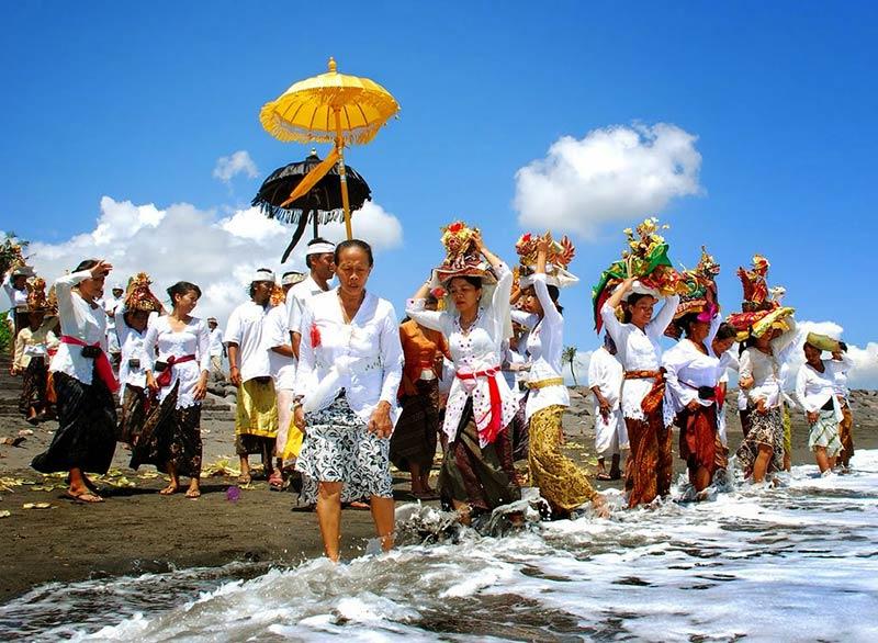 Церемония Меласти на Бали
