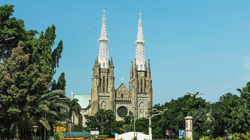 Вид на Кафедральный собор Джакарты