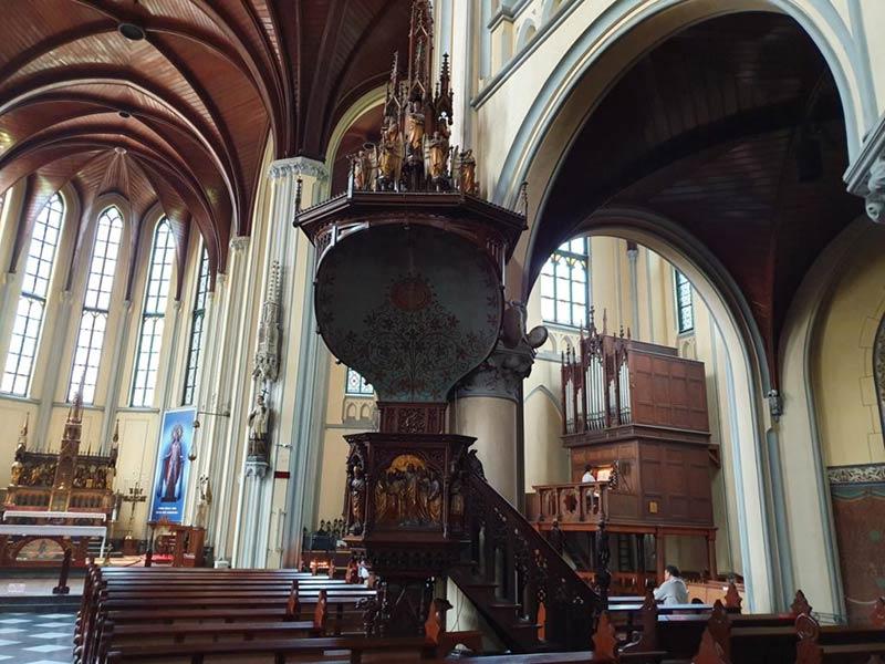 Внутри Джакартского собора