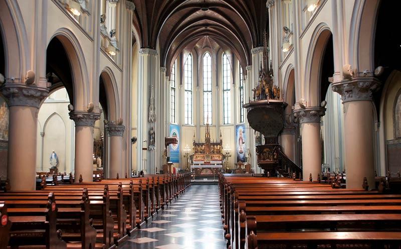 Кафедральный собор Джакарты - зал