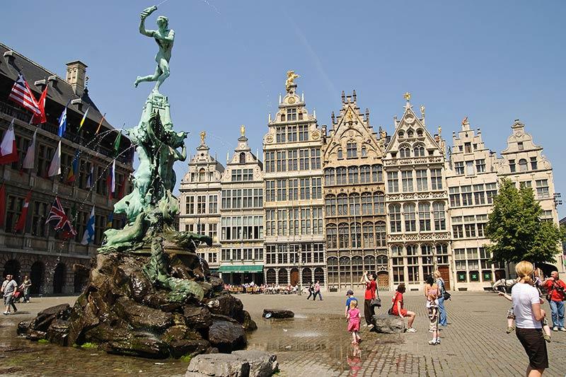 Площадь Гротэ Маркт в Антверпене