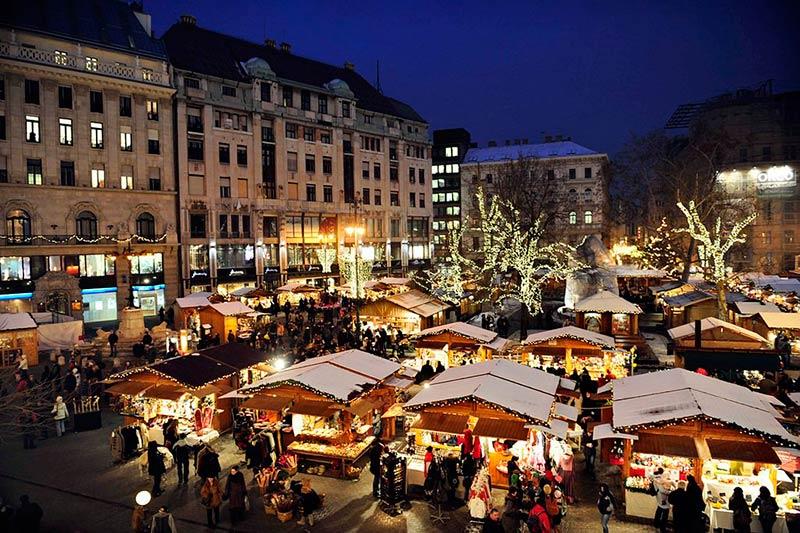 Площадь Вёрёшмарти, Новый год