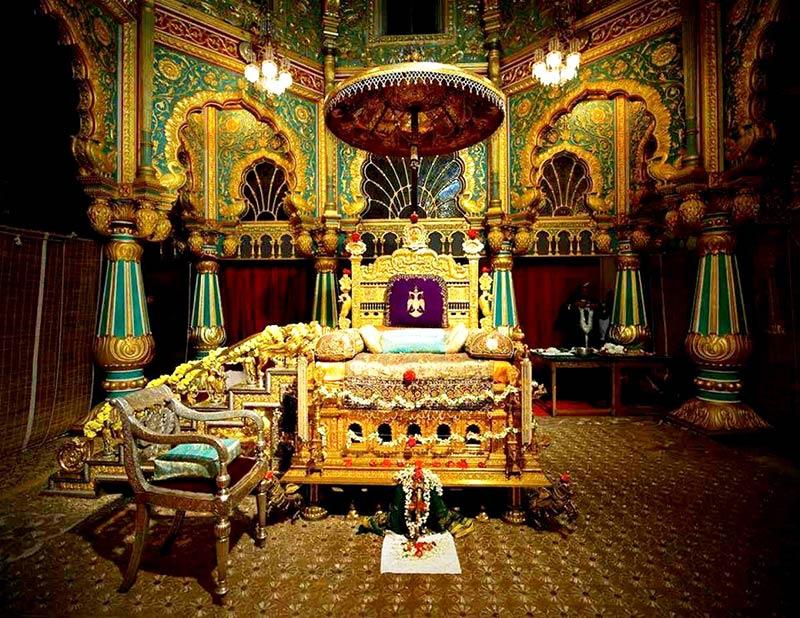 Павлиний трон внутри Майсурского дворца