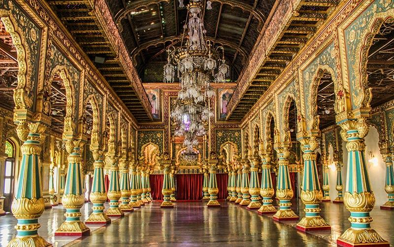 Зал внутри Майсурского дворца